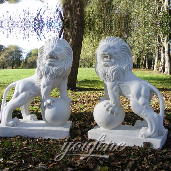 Natural white life size marble lion sculptures on ball for decoration